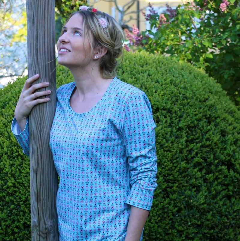 Lena blaues Shirt